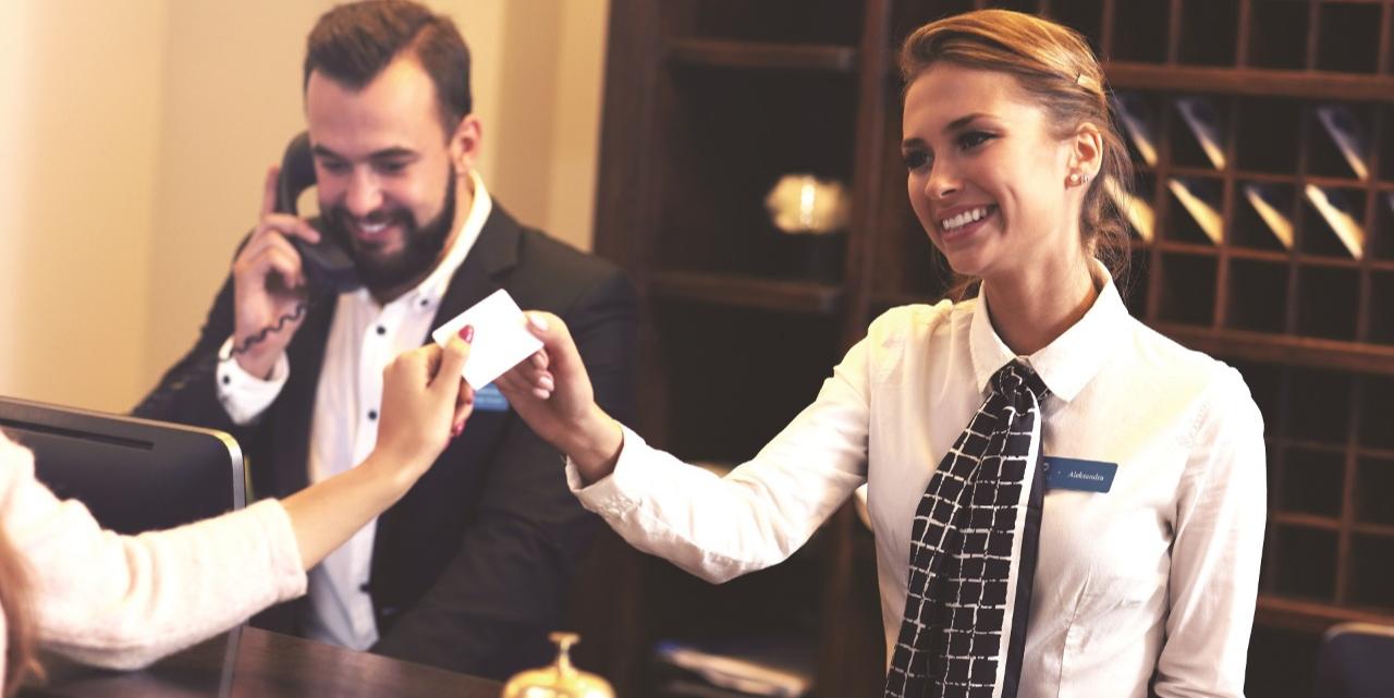 La carte logée : un moyen de paiement centralisé idéal pour encadrer le processus de réservation d'hôtels